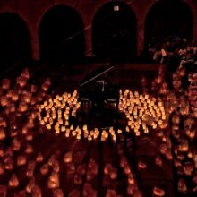 200 candles arranged around a piano at the Majorca Candle Concert