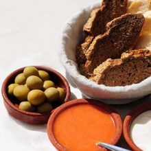 Aliolo Olives and bread Majorca snack