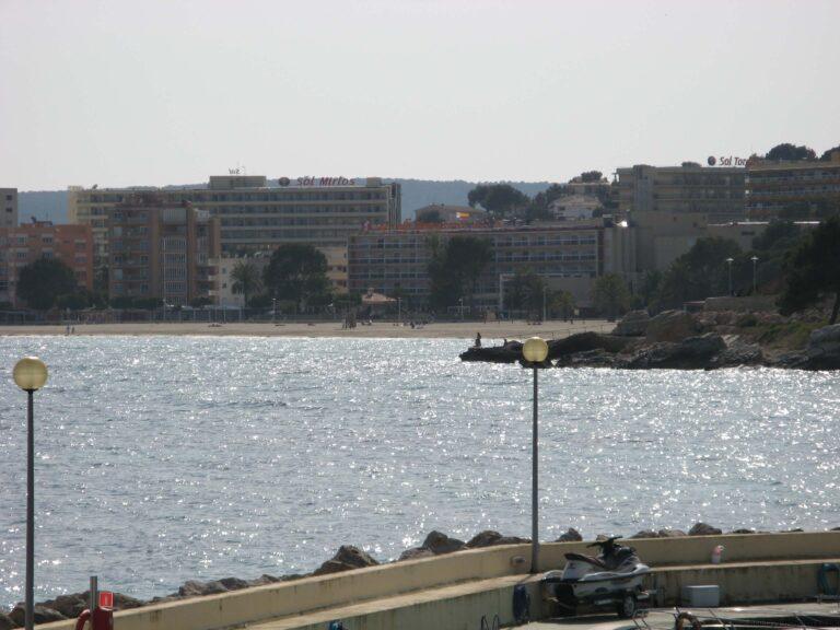Palam Nova beach from a distance