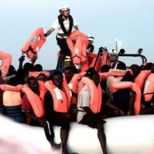 Immigrants arrive from the Aquarius