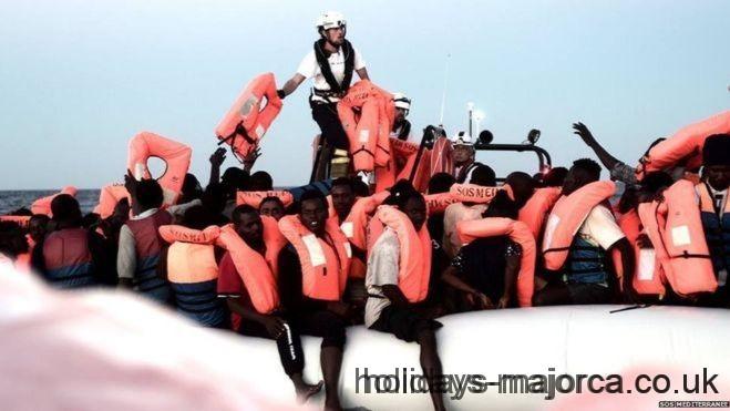 Immigrants arrive from the Aquarius
